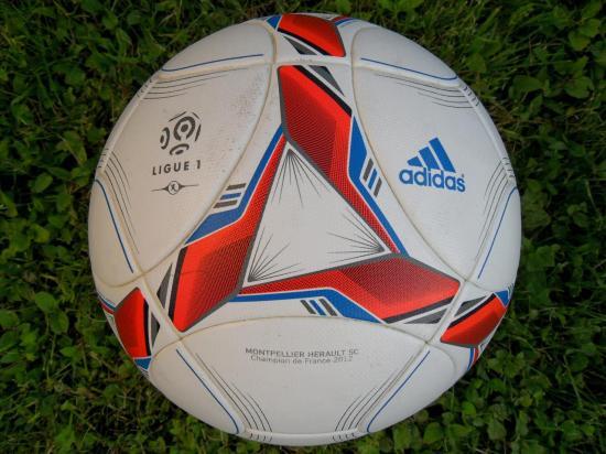 ballon officiel adidas ligue 1 2012 2013 1 re partie de championnat. Black Bedroom Furniture Sets. Home Design Ideas